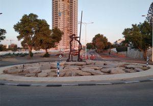 Площадь рыбаков на перекрёстке улиц Ицхак ха-Наси и Моше Даян