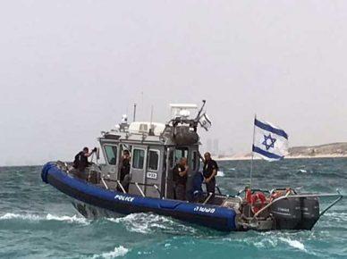 Морская полиция оказала помощь четырём подросткам, застрявшим в открытом море