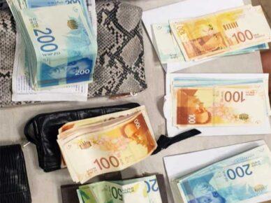 Жительница Ашдода подозревается в серии краж денег у пожилых людей