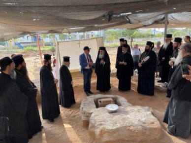 Патриарх Греческой православной церкви в Иерусалиме Феофил III прибыл в Ашдод помолиться в районе юд-алеф