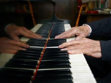 Для души и тела: индивидуальные занятия музыкой для болеющих паркинсонизмом в Израиле